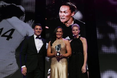 Portia Woodman from NZ (C) receives World Rugby Women's Player of the Year Award from Dan Carter (L) and HSH Princess Charlene, World Rugby Awards 2017 @Dave Rogers WR/WR via Getty Images