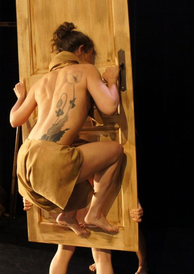 Eugenie Andrin during performance of ISSUE @Roxane Ducruet