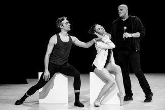Jean Christophe Maillot giving indications to his dancers during Imprevus The Taming of the Shrew by Jean-Christophe Maillot for the Ballet of Monte-Carlo @Alice Blangero