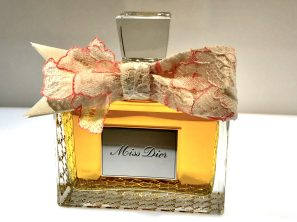 Legendary flacon of Miss Dior parfume @CelinaLafuentedeLavotha