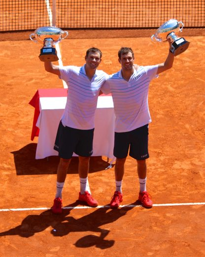 Bob and Mike Bryan with their doubles trophies at Rolex Monte-Carlo Masters 2018 @CelinaLafuentedeLavotha