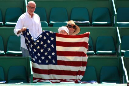 Bryan Brothers' fans with the American flag at the Rolex Monte-Carlo Masters 2018 @CelinaLafuentedeLavotha