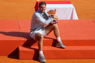 Rafael Nadal with the main trophy Nbr. 11 at Rolex Monte-Carlo Masters 2018 @CelinaLafuentedeLavotha