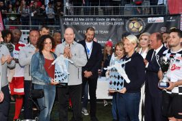 Prince Albert presenting prizes to Ariane Fontana and Federica Birgnone @J.M. Follete
