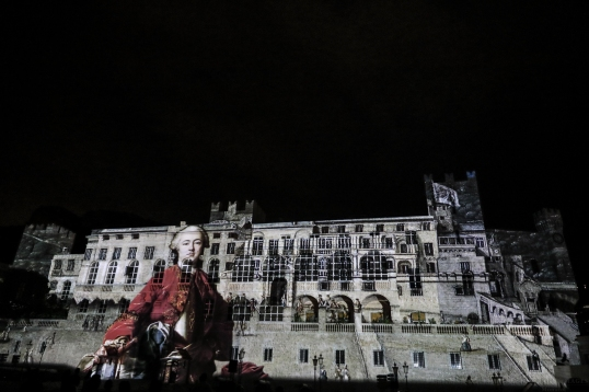 Going back in time with images of the past projected on the Palace facade©EdWrightImages_StJean18_0282