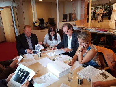 Members of the Jury deliberating (2), GemlucArt 2018 @Yvon Kergal
