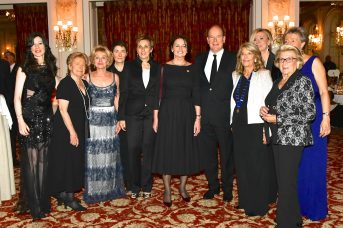 HSH Prince Albert II surrounded by Francoise Ragazzoni and members of the 40-years Committee of the Soroptimist Club of Monaco and REnata Trottmann-Probst, President Soroptimist International