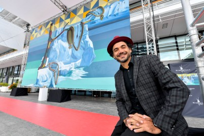 Eduardo Kobra by his mural Global Warming mural at the Yacht Club of Monaco© Manuel Vitali - Direction de la Communication