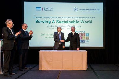 Prince Albert and Mungo applaudding Zhu Huiye and Michael Nobel after signing set up International Sustainable Dev. Fund, CleanEquity Monaco 2019 @Francois Cima
