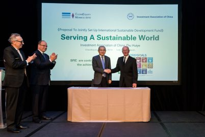 Prince Albert and Mungo applaudding Zhu Huiye and Michael Nobel after signing set up International Sustainable Dev. Fund, CleanEquity Monaco 2019 @Francois Cima