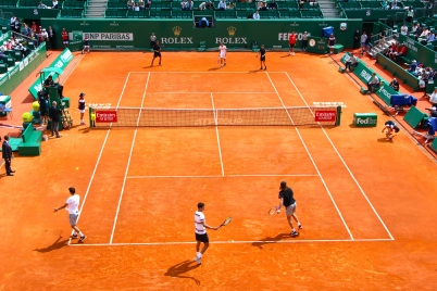 Amusing tennis exhibition with all players on the court under the supervision of Stan the Man @CelinaLafuentedeLavotha