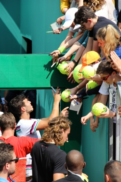 Autograph hunters witht the players after exiting the charity tennis exhibition @CelinaLafuentedeLavotha