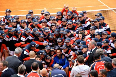 The ball boys and girls surrounding Fabio Fognini after his victory at the Rolex Monte-Carlo Masters 2019 @CelinaLafuentedeLavotha