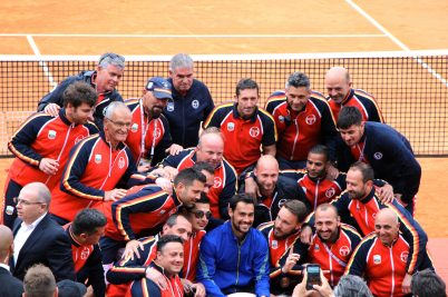 The tennis courts masters surrounding Fabio Fognini after his victory at the Rolex Monte-Carlo Masters 2019 ( 2) @CelinaLafuentedeLavotha