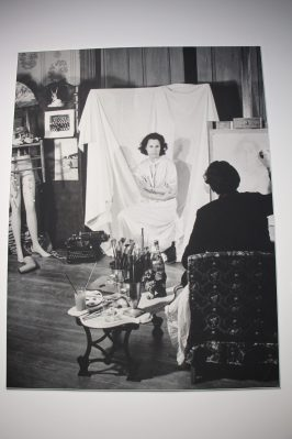A photo showing Dali painting his beloved Gala @CelinaLafuentedeLavotha