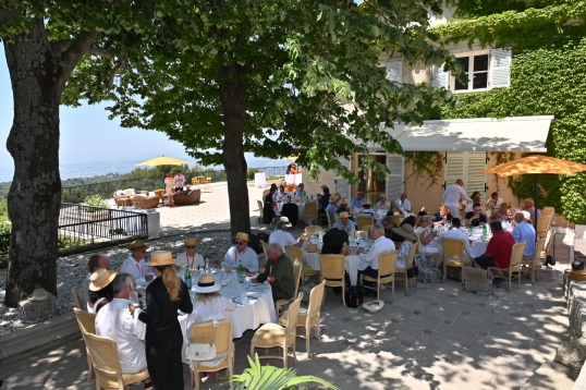 Lunch al fresco at Domaine du Mont-Leuze, Villefranche Sur Mer @ACM Follete