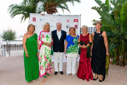 Prince Albert II surrounded by Cinzia Cicolella, Hilde Haneuse Heye, Marie Christine Oghly and Luisa Caprotti @Philippe Fitte
