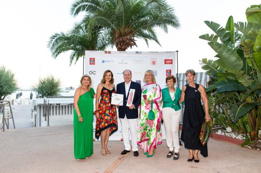 Prince Albert with Hilde Haneuse Heye, Cinzia Cicolella and members of the Italian Delegation @Philippe Fitte