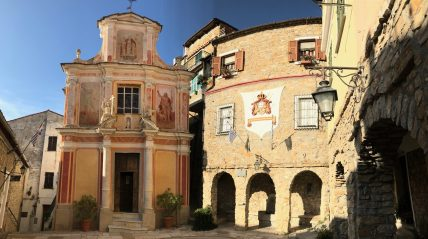 The church of San Martino in the heart of the village in Seborga @CelinaLafuentedeLavotha